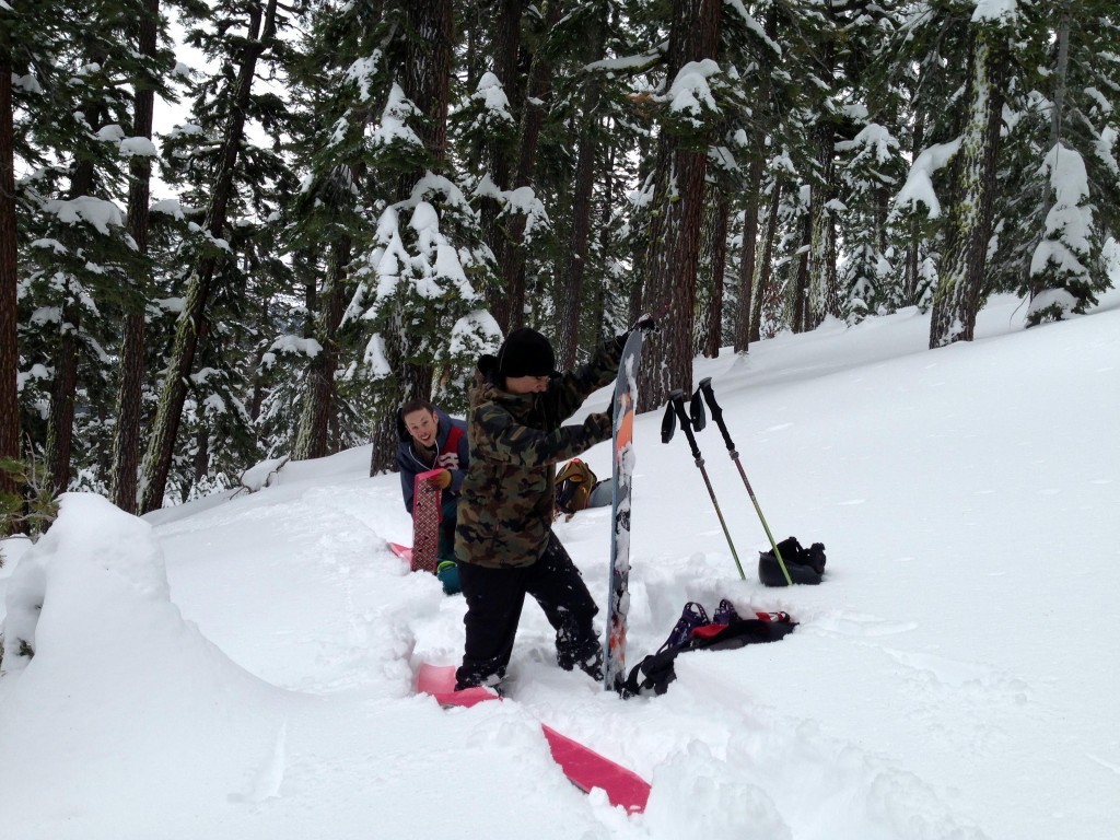 removing skin off smokin splitboard lake tahoe backcountry
