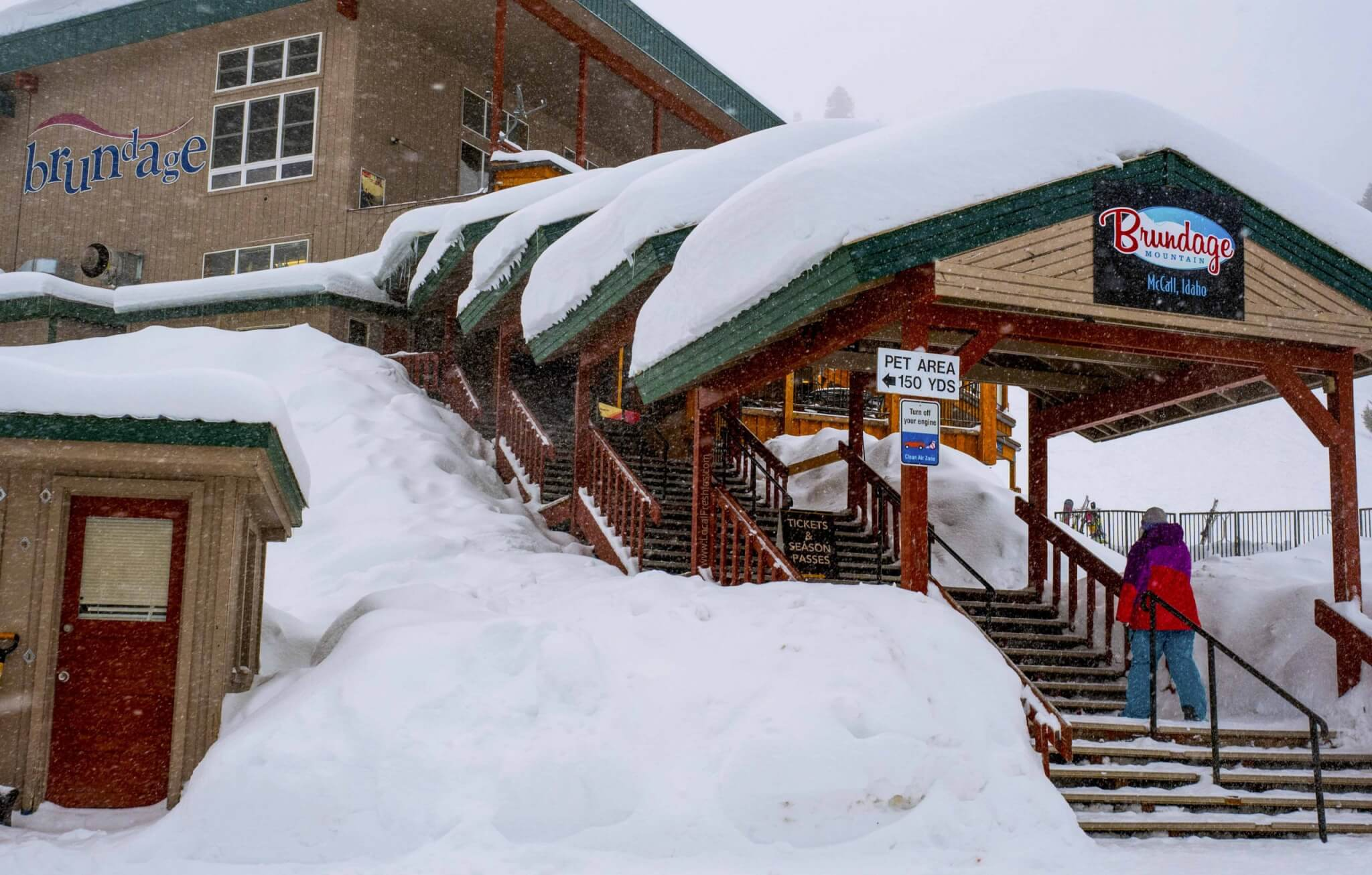 The front of the Brundage Mountain Resort lodge one of the McCall Idaho Ski Resort (s)