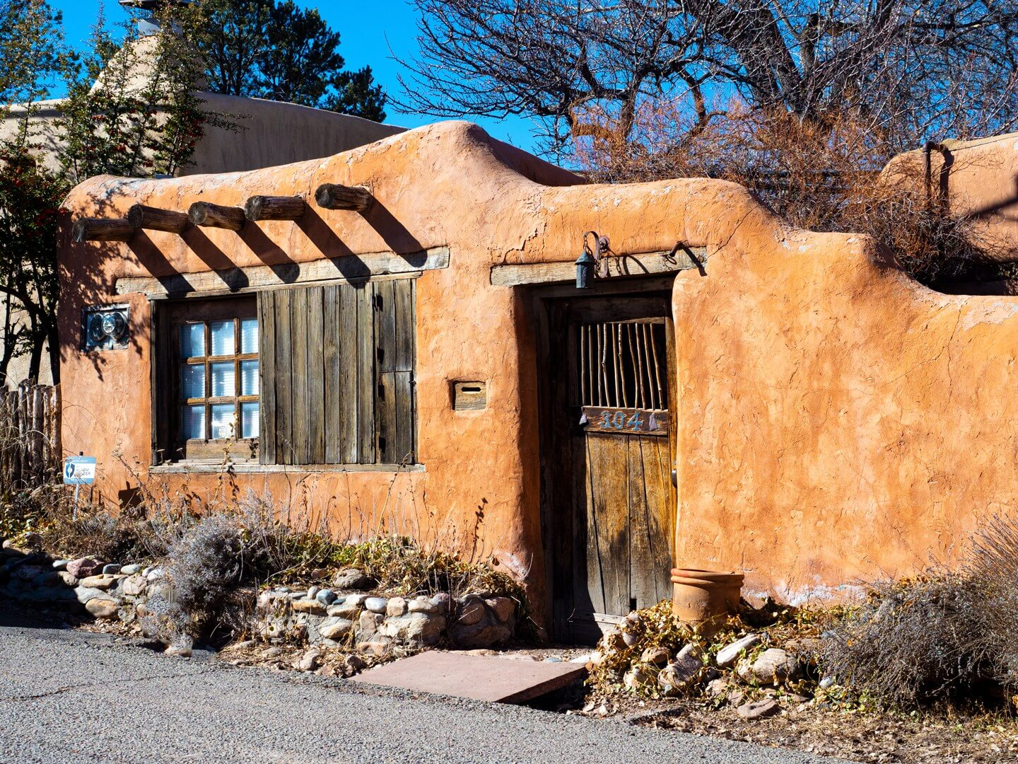 historic art building on Canyon Road in santa fe new mexico